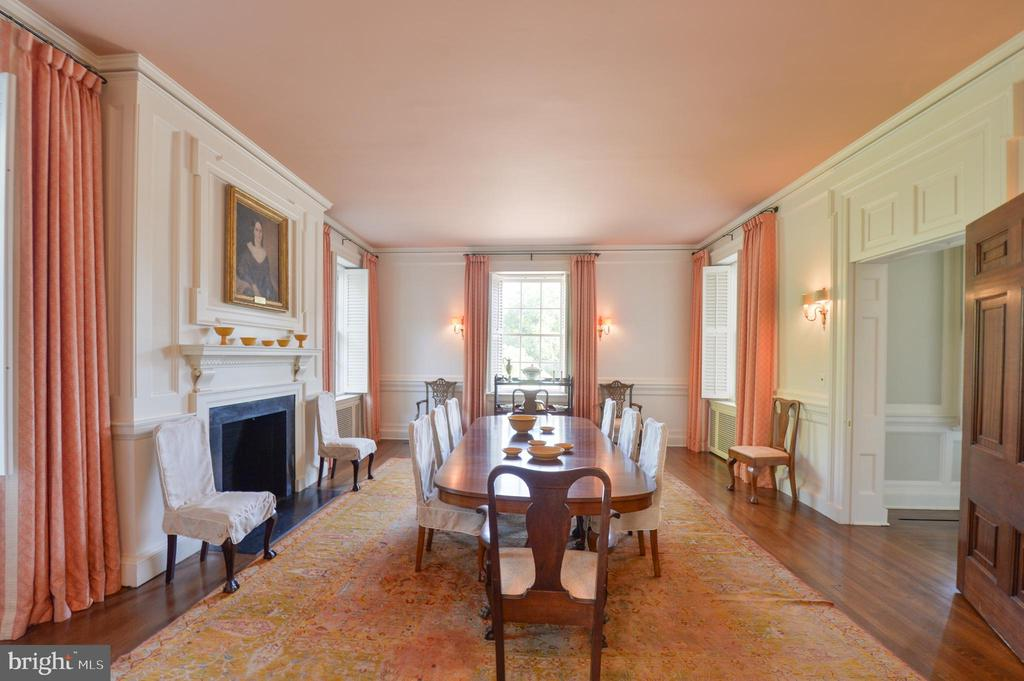 Formal dining room with fireplace - 8362 HOLTZCLAW RD, WARRENTON