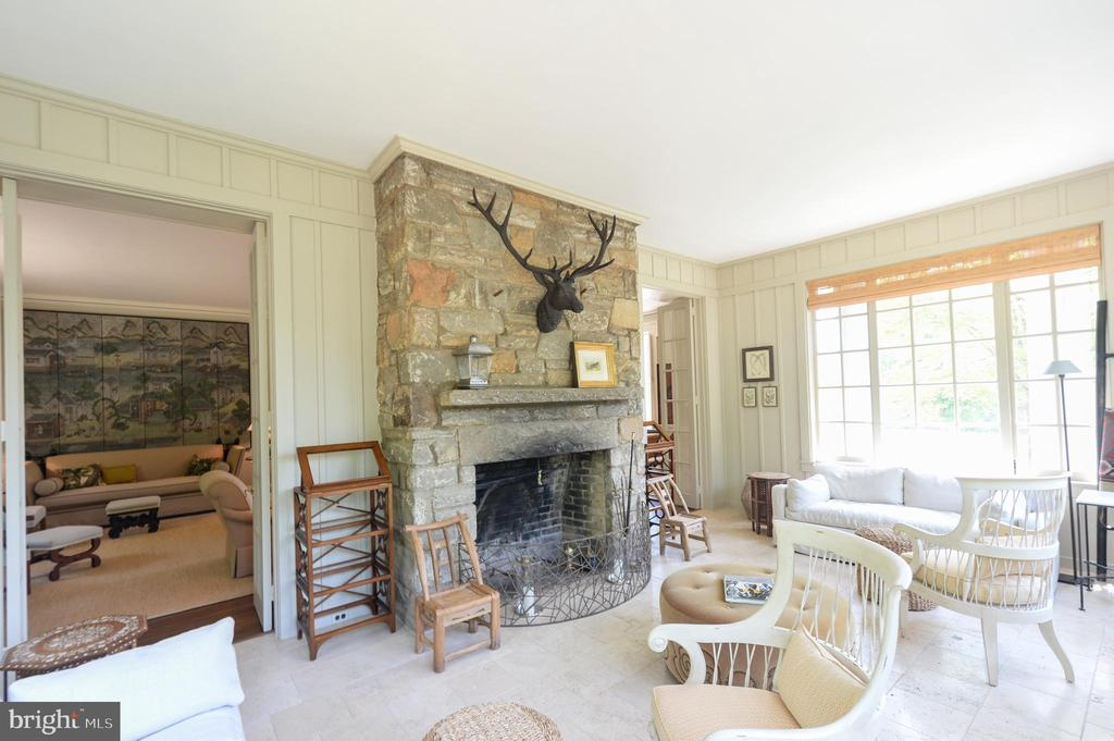 Garden room with stone fireplace - 8362 HOLTZCLAW RD, WARRENTON