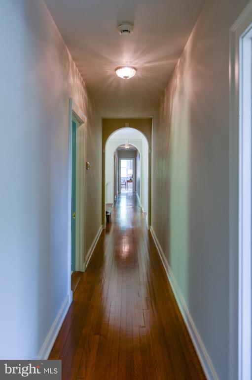 Second level hallway - 8362 HOLTZCLAW RD, WARRENTON
