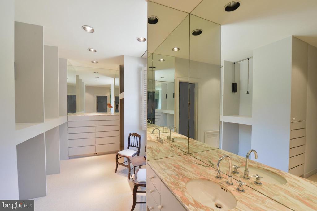 Master bedroom walk-in closet - 8362 HOLTZCLAW RD, WARRENTON