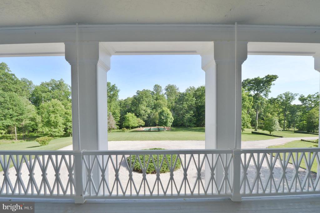 Veranda view - 8362 HOLTZCLAW RD, WARRENTON