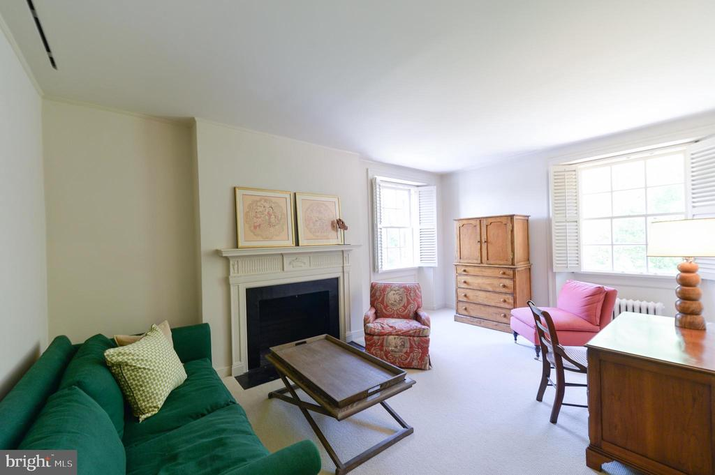 Second floor 5th bedroom with shared bathroom - 8362 HOLTZCLAW RD, WARRENTON