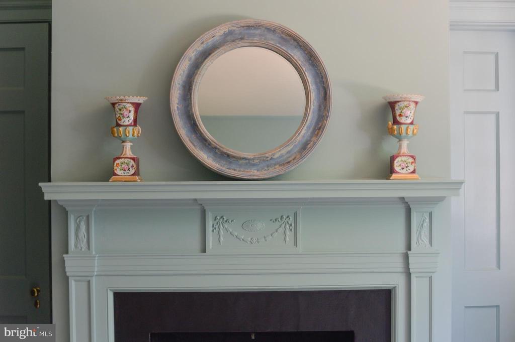 Bedroom fireplace detail - 8362 HOLTZCLAW RD, WARRENTON