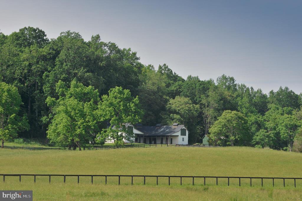 Equestrian property - 8362 HOLTZCLAW RD, WARRENTON