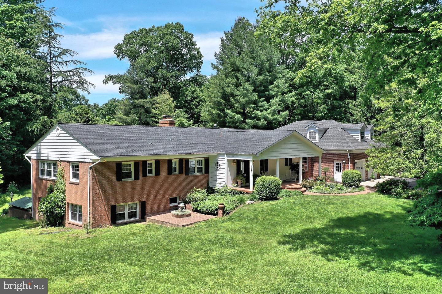 Single Family for Sale at 6500 Stallion Rd Clifton, Virginia 20124 United States