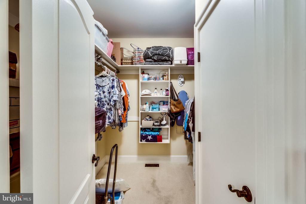 MAIN LEVEL SUITE WALK IN CLOSET - 11104 PRINCE EDWARD CT, OAKTON