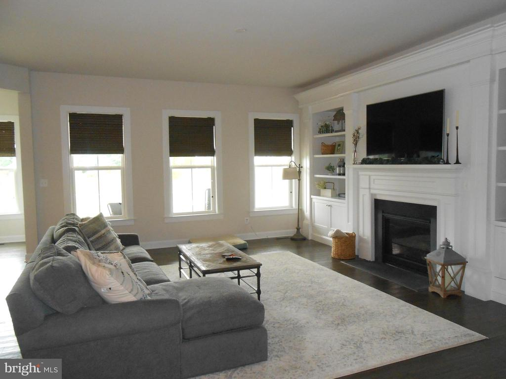 Great Room with Gas Fireplace - 4 foot extension - 6435 BOB WHITE DRIVE, WARRENTON