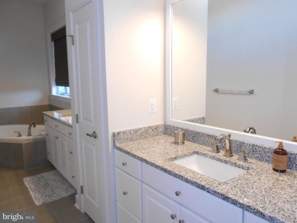 Master Bath - Separate Granite sinks - 6435 BOB WHITE DRIVE, WARRENTON