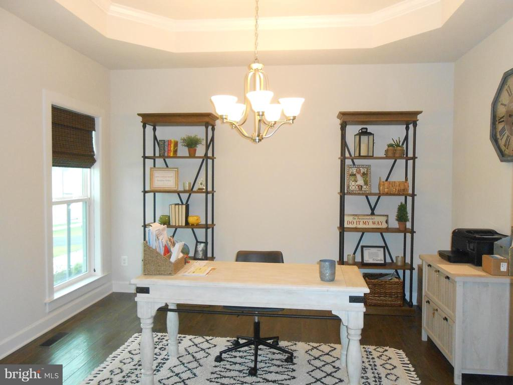 Makes a great office or play room too! - 6435 BOB WHITE DRIVE, WARRENTON