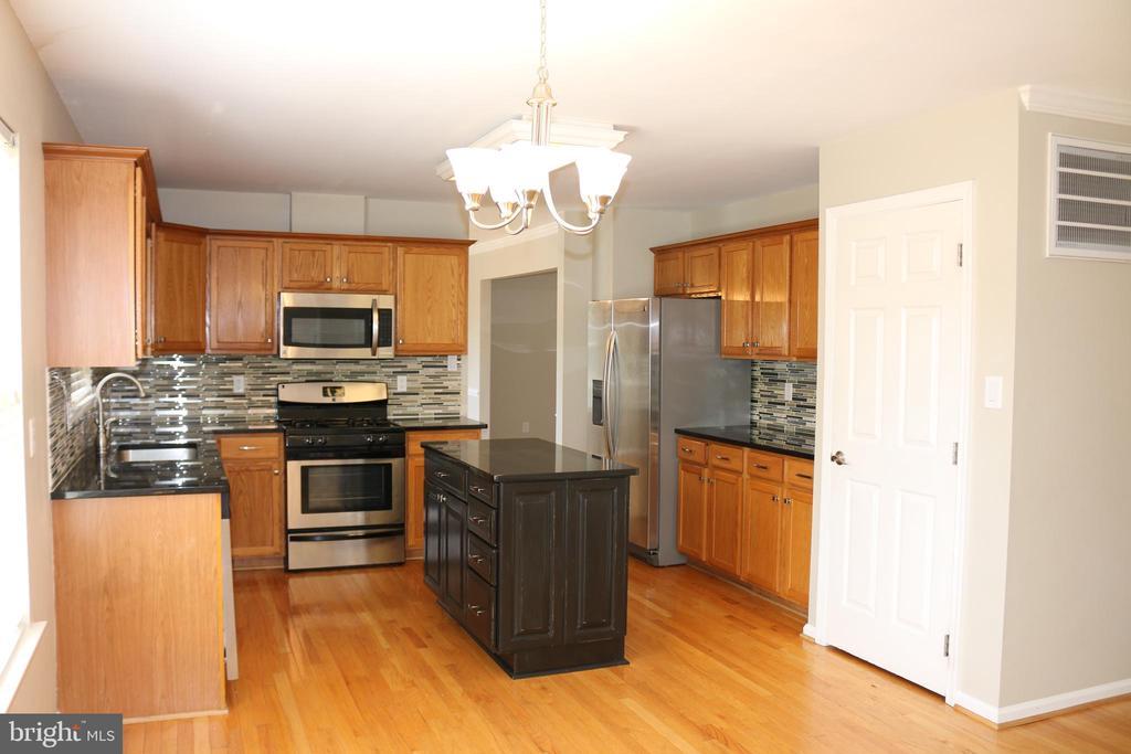Updated Kitchen - 4 JAMESTOWN CT, STAFFORD