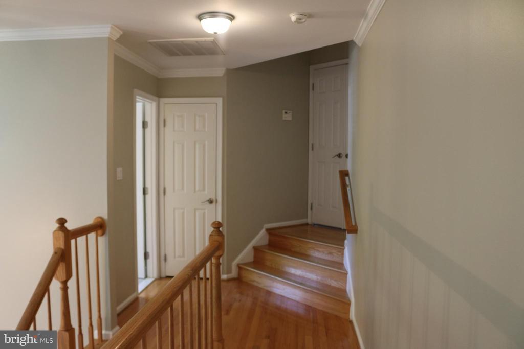 Upstairs Hallway - 4 JAMESTOWN CT, STAFFORD