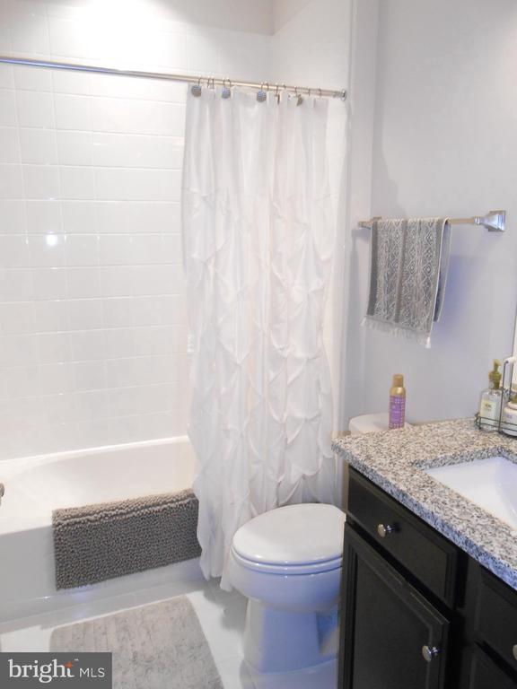 Hall Bath - Upgraded Tile - 6435 BOB WHITE DRIVE, WARRENTON