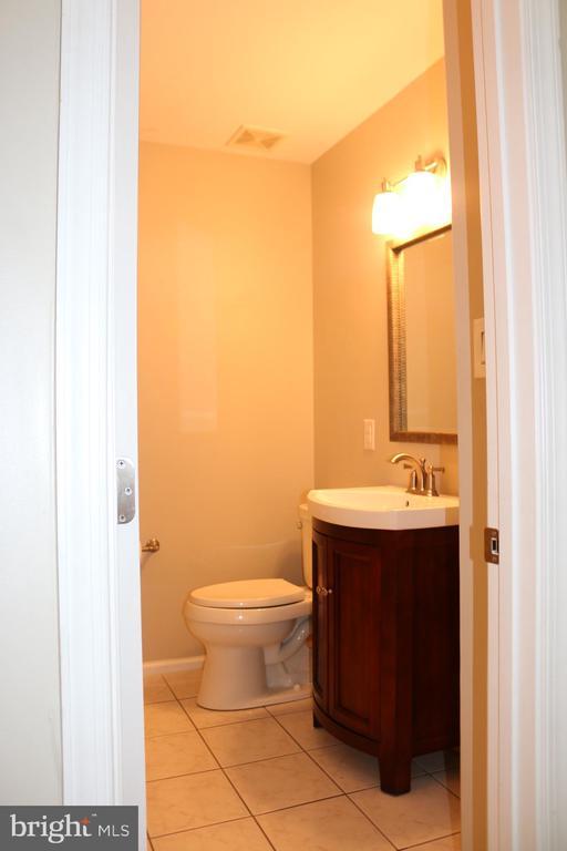Powder Room Main Level - 4 JAMESTOWN CT, STAFFORD