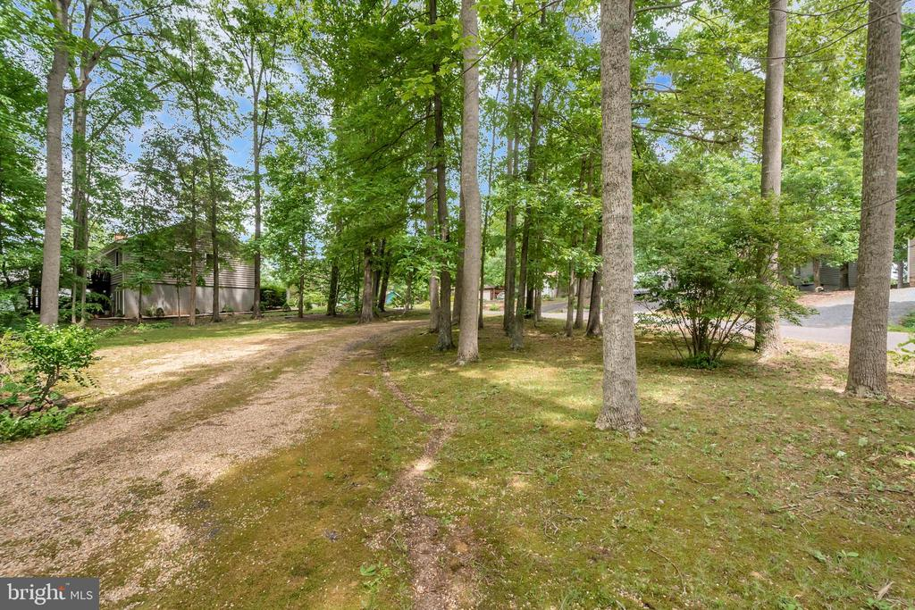 View into front yard - 203 MUSKET LN, LOCUST GROVE
