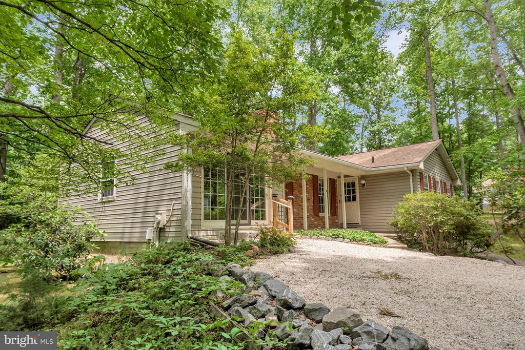 front entry drive - 203 MUSKET LN, LOCUST GROVE