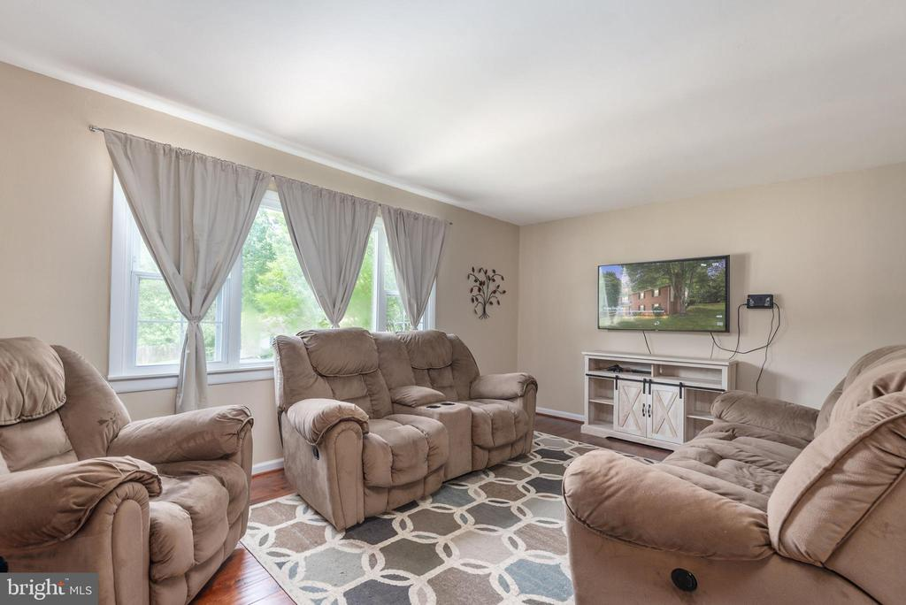 Three large windows provide ample lighting - 146 WINEWOOD DR, LOCUST GROVE