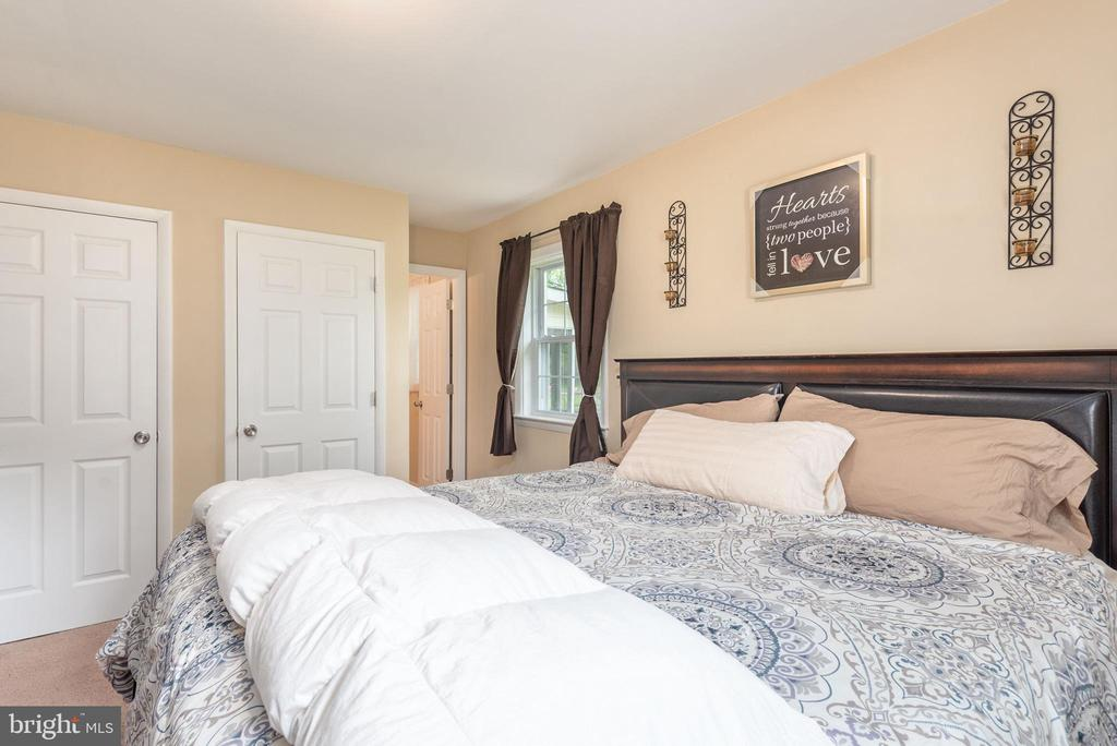 Master suite with his & her closets - 146 WINEWOOD DR, LOCUST GROVE