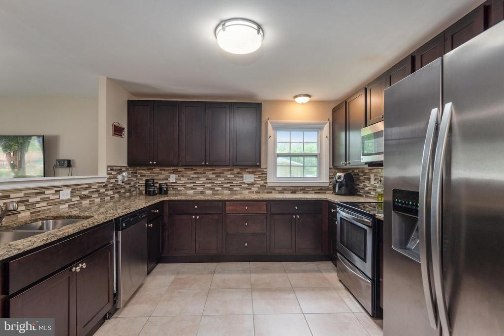 Enjoy stainless appliances and granite - 146 WINEWOOD DR, LOCUST GROVE