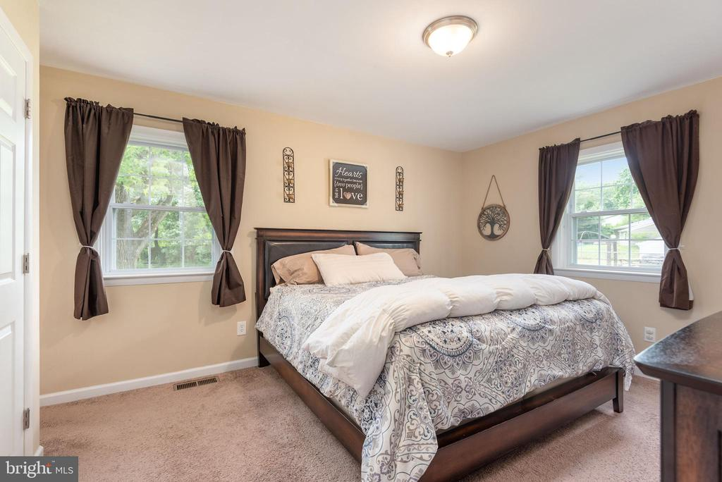 Large master suite with two windows - 146 WINEWOOD DR, LOCUST GROVE