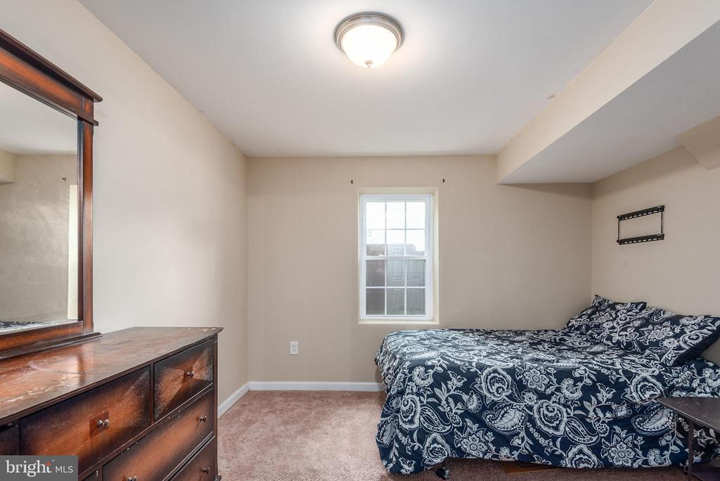 Main level bedroom with window for natural light - 146 WINEWOOD DR, LOCUST GROVE