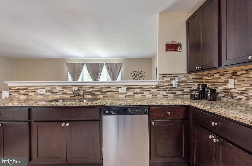 Enter upper level to gourmet kitchen - 146 WINEWOOD DR, LOCUST GROVE