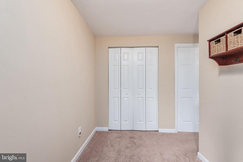 Foyer on main level with two large clossets - 146 WINEWOOD DR, LOCUST GROVE