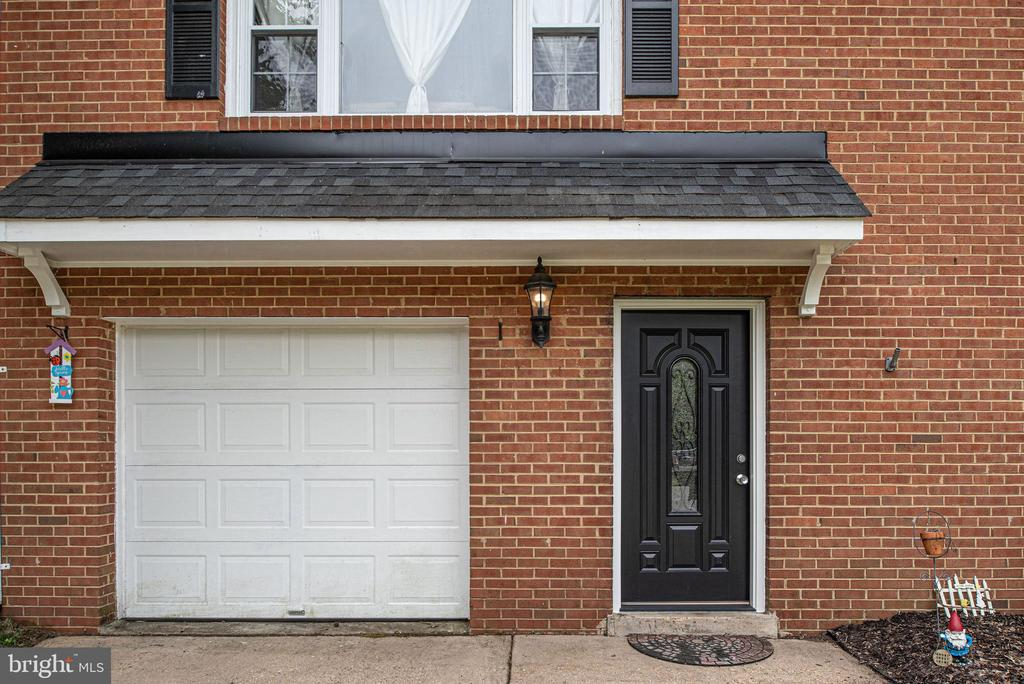 New garage door 2015 and new front entry door 2019 - 146 WINEWOOD DR, LOCUST GROVE