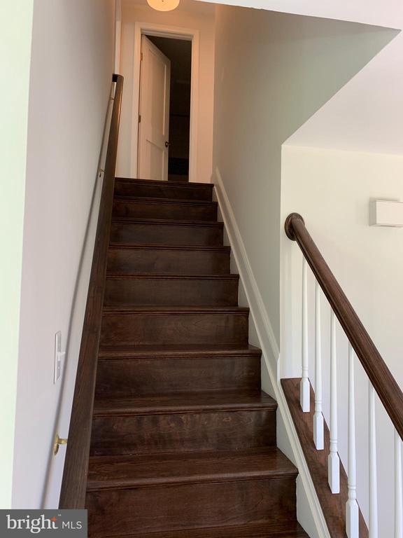 New custom oak handrails. - 14182 WYNGATE DR, GAINESVILLE