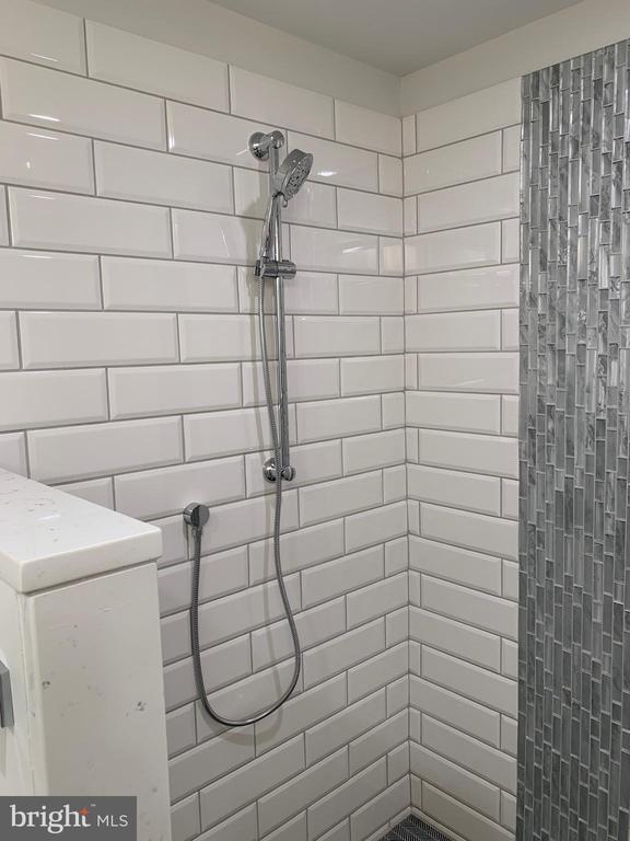 Slide bar shower in master. - 14182 WYNGATE DR, GAINESVILLE
