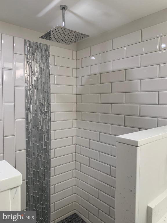 Rain head shower in master. - 14182 WYNGATE DR, GAINESVILLE
