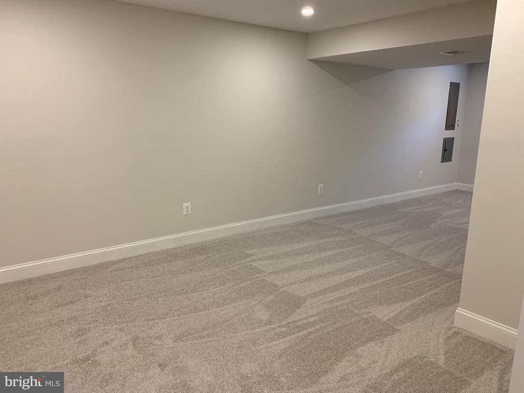Basement recreation room left elevation. - 14182 WYNGATE DR, GAINESVILLE