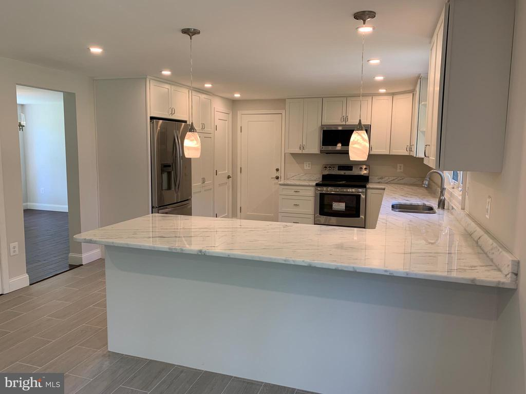Kitchen connects to dining room. - 14182 WYNGATE DR, GAINESVILLE
