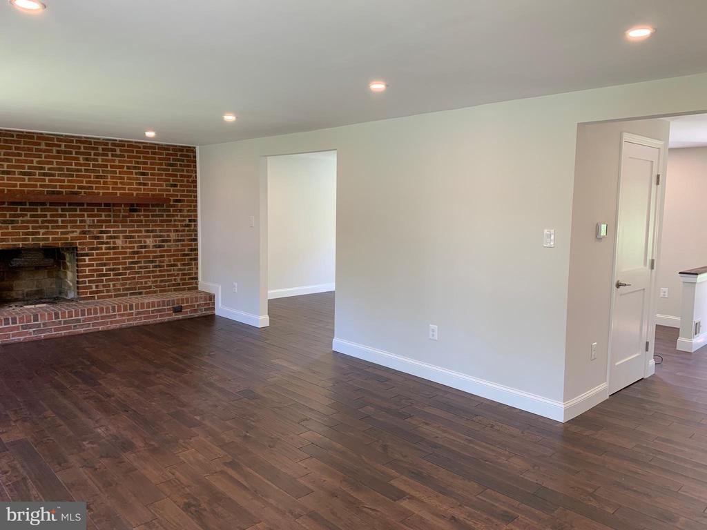 Den, living room & hallway new hardwood. - 14182 WYNGATE DR, GAINESVILLE