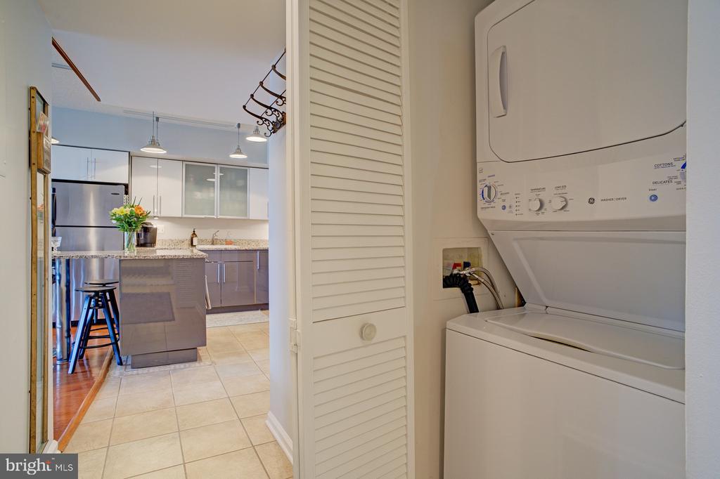 Extra large capacity laundry - 1001 N RANDOLPH ST #911, ARLINGTON