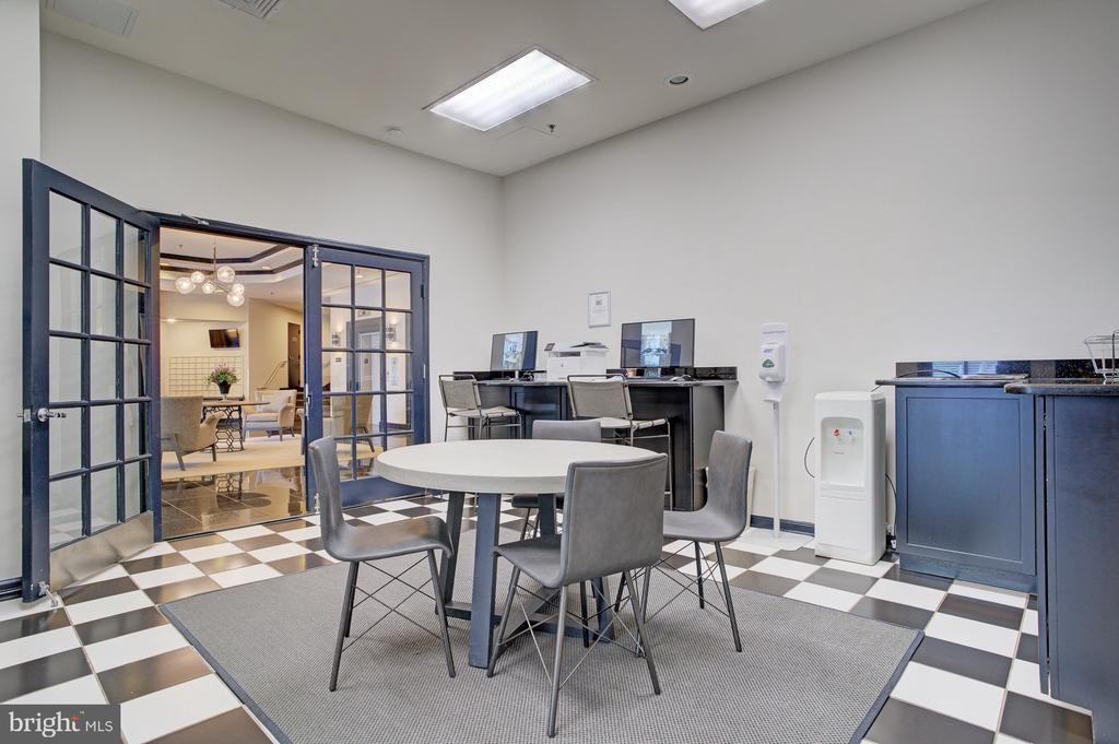 Business center - 1001 N RANDOLPH ST #911, ARLINGTON