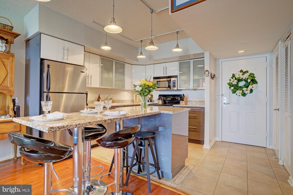 Architect redesigned kitchen layout - 1001 N RANDOLPH ST #911, ARLINGTON