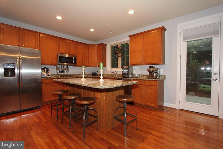 Spacious kitchen with granite island - 21716 MUNDAY HILL PL, BROADLANDS