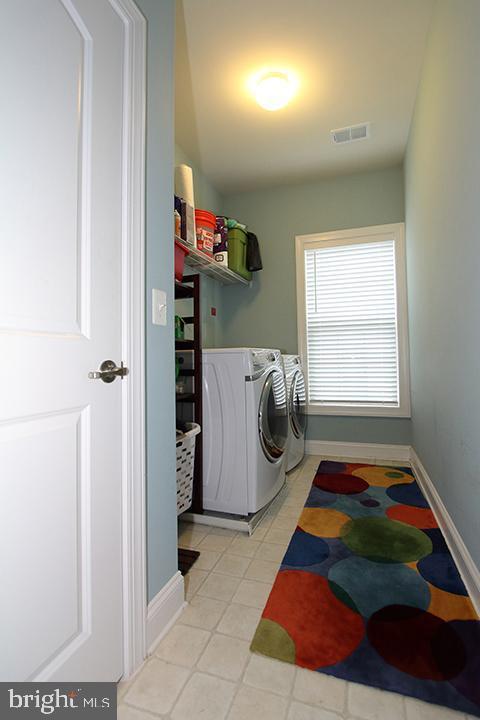 Upper level laundry room - 21716 MUNDAY HILL PL, BROADLANDS