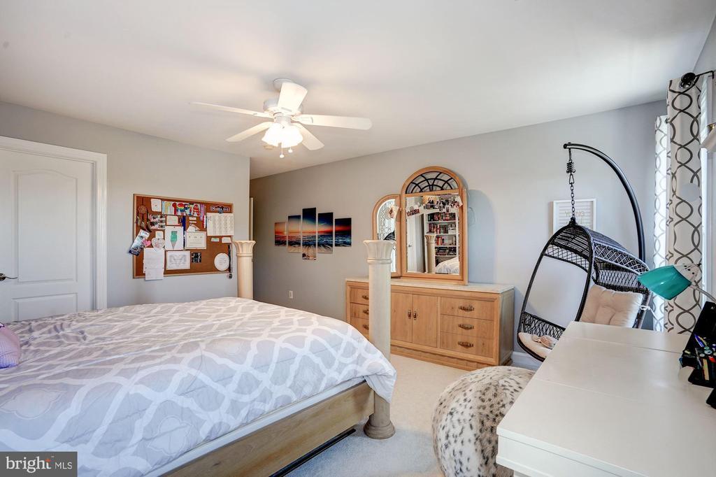 Spacious with ample closet space - 43705 MAHOGANY RUN CT, LEESBURG