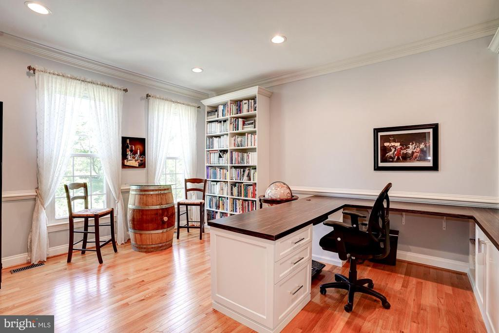 Owners use living room as main level office - 43705 MAHOGANY RUN CT, LEESBURG