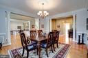 Butler's pantry between dining room and kitchen - 43705 MAHOGANY RUN CT, LEESBURG