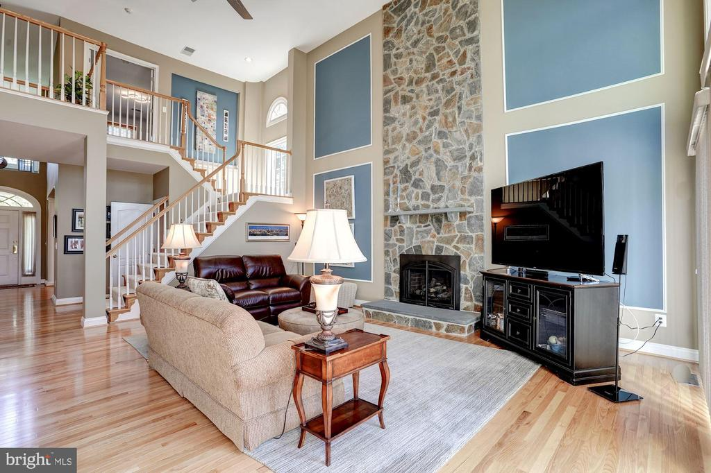 2-story family room w/ floor to ceiling fireplace - 43705 MAHOGANY RUN CT, LEESBURG