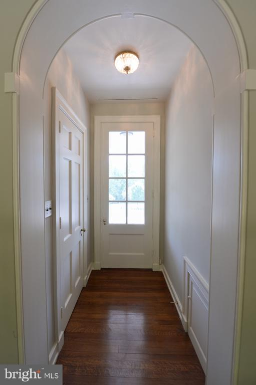 Access to veranda - 8362 HOLTZCLAW RD, WARRENTON
