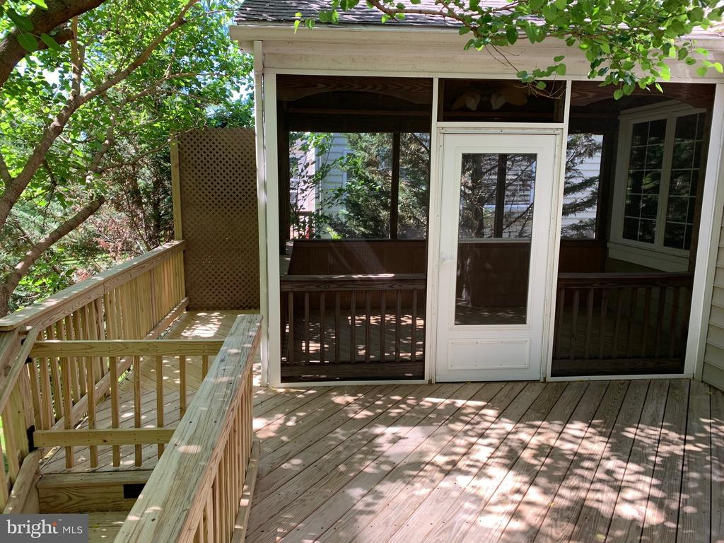True serenity in the backyard! - 26032 TALAMORE DR, CHANTILLY