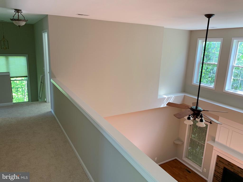 Upper level hallway overlooks family room - 26032 TALAMORE DR, CHANTILLY