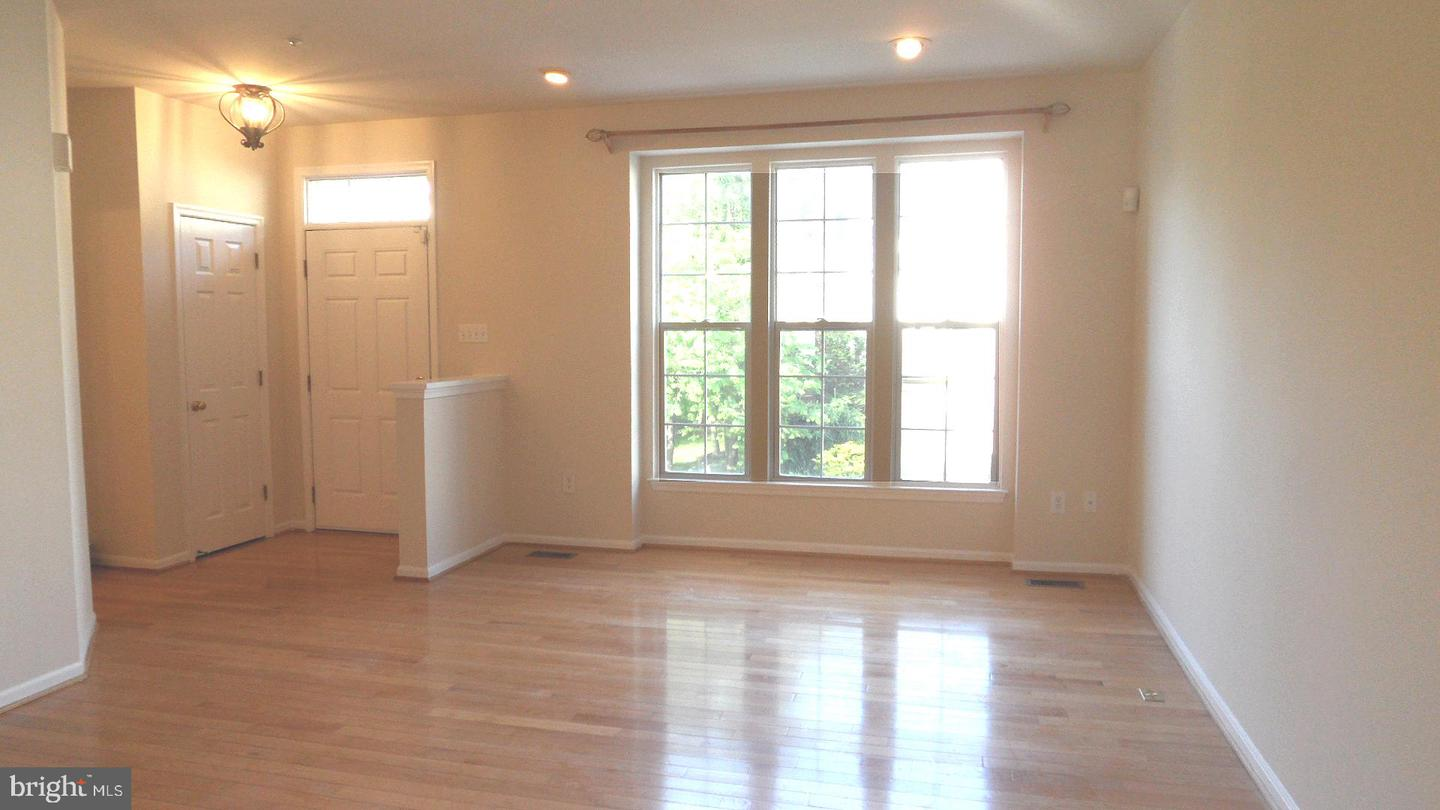 Additional photo for property listing at 20812 Ireland Ct #401 Germantown, Maryland 20874 United States
