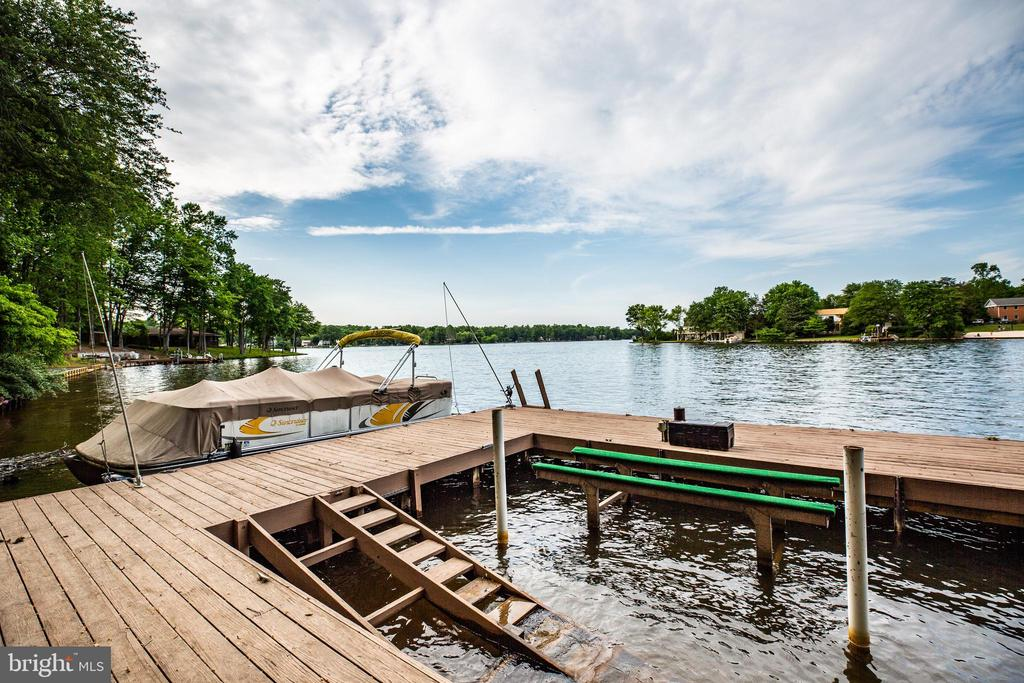 Dock easily fits 3 boats with a boat lift. - 122 MADISON CIR, LOCUST GROVE