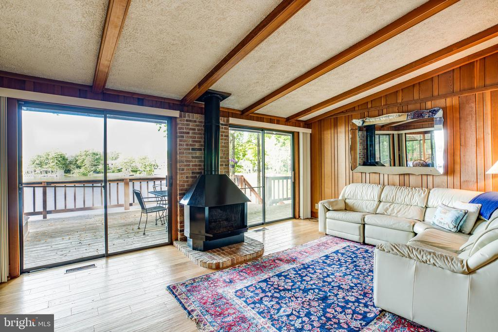 Vaulted ceilings in living room with views. - 122 MADISON CIR, LOCUST GROVE