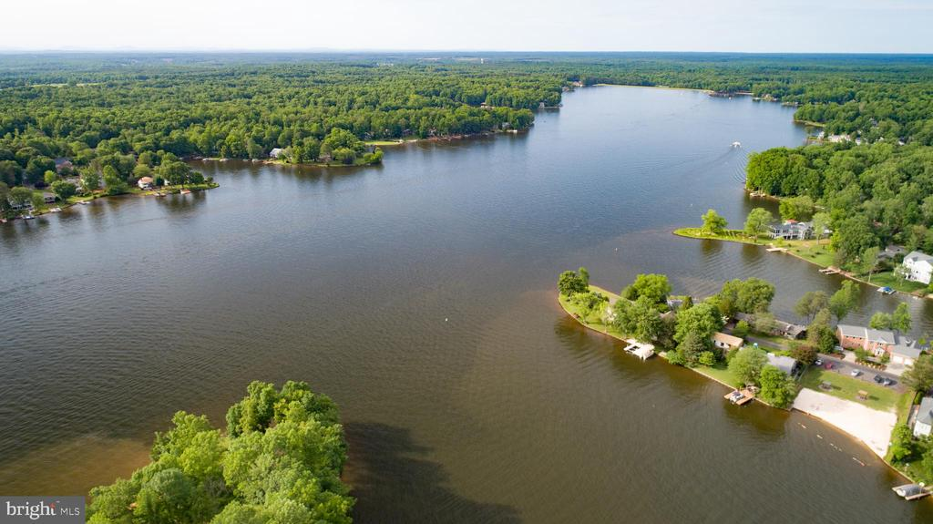 Location of the home to the rest of the lake - 122 MADISON CIR, LOCUST GROVE