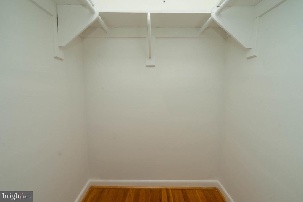 Walk-in Closet - 6001 SHERBORN LN, SPRINGFIELD